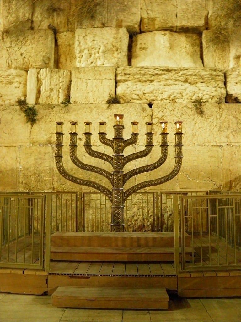חנוכיה בכותל המערבי לבית המקדש חיכמה - התכנית ללימוד ערבית
